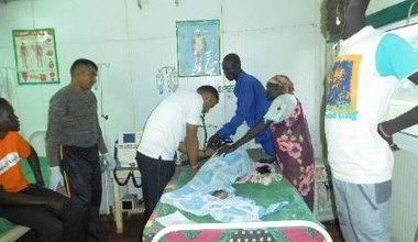 Indian Peacekeepers provide emergency medical care to critically ill pregnant woman