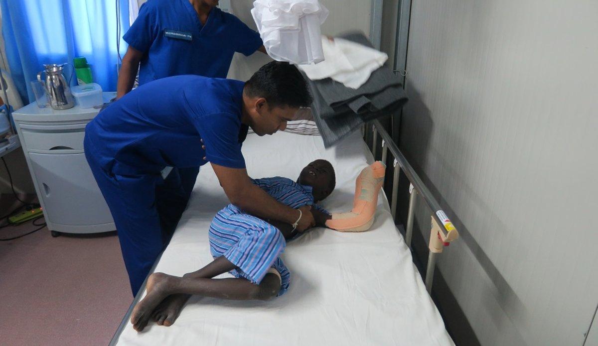 unmiss south sudan bor peacekeepers medical staff sri lanka save snake bite boy arm jalle