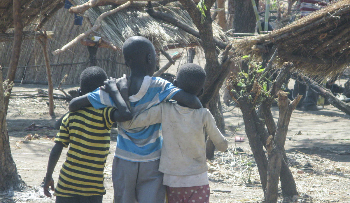Refugee officials say 4,000 South Sudanese are crossing into Uganda every day