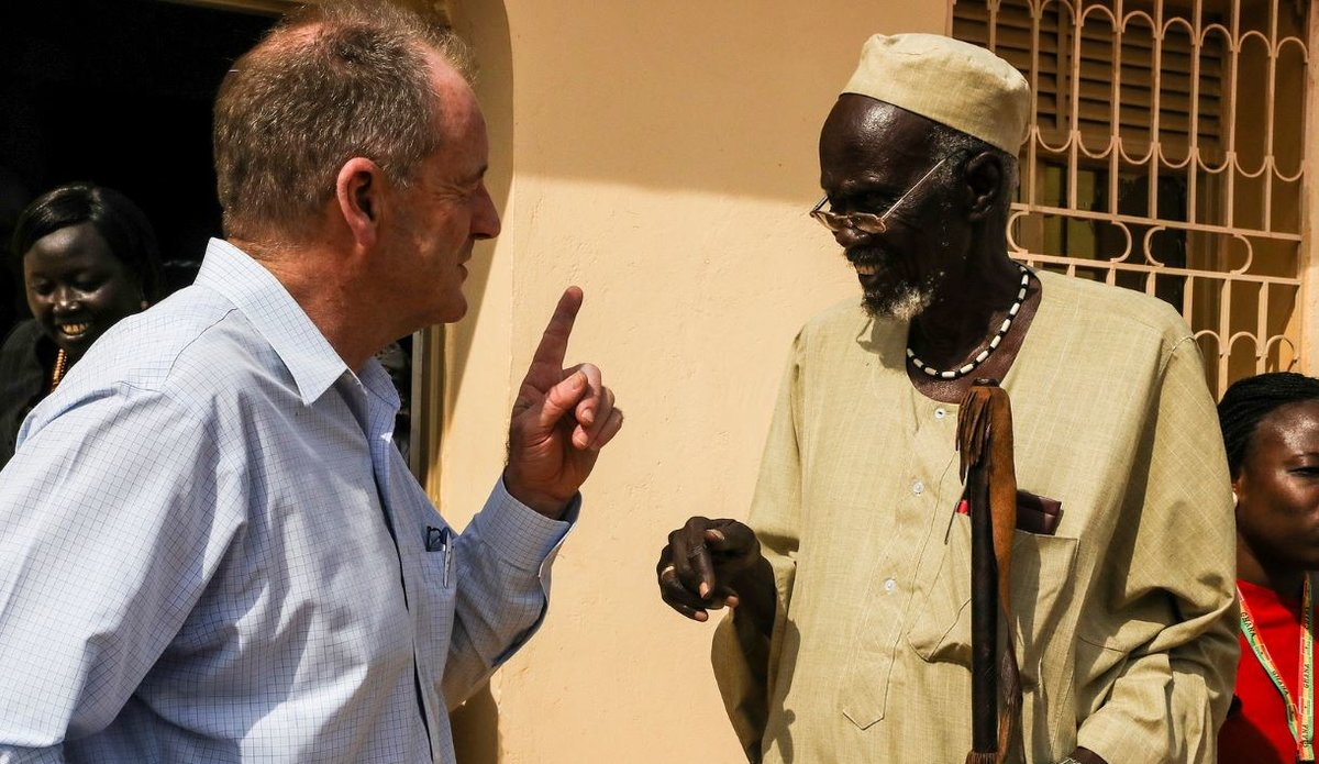 David Shearer chats with an elder in Gogrial