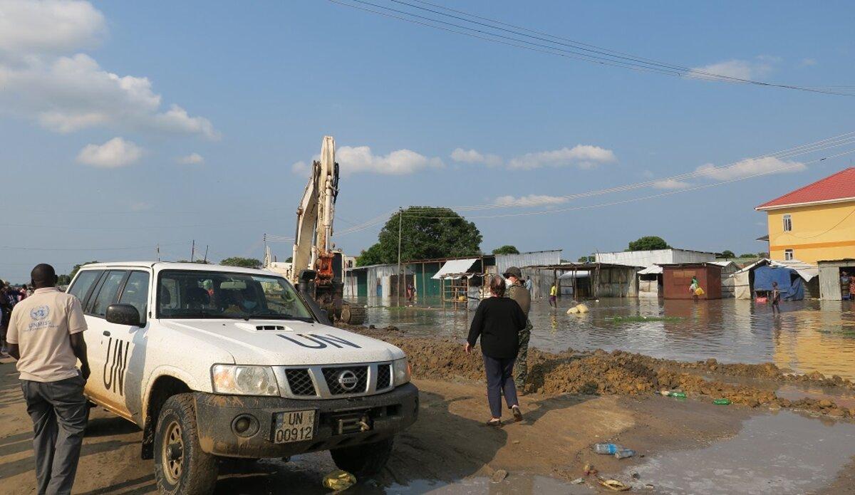 unmiss south sudan bor jonglei flooding dykes engineering troops displaced people humanitarian assistance