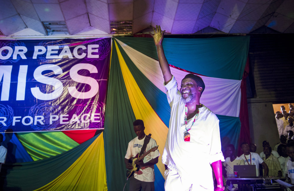 "Musician, Emmanuel Kembe closes the ""Comedy for Peace,"" event, supported by the United Nations Mission in South Sudan (UNMISS), on Sunday, 23 April at the Nyakuron Cultural Centre in Juba."