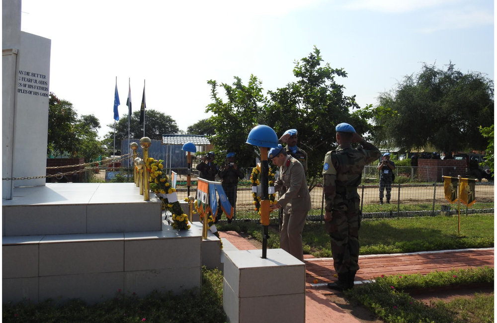 Brig Gen Robert LOWTH, Force Chief of Staff laying a wreath for the fallen Inidan Peacekeepers